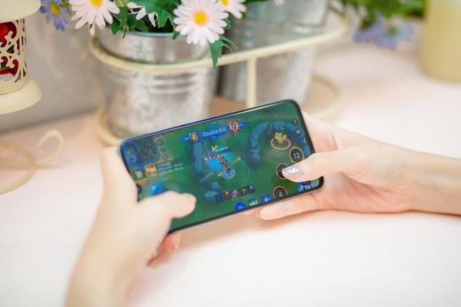 Galaxy A70 - smartphone màn hình lớn, pin khủng và nhiều hơn thế ảnh 2