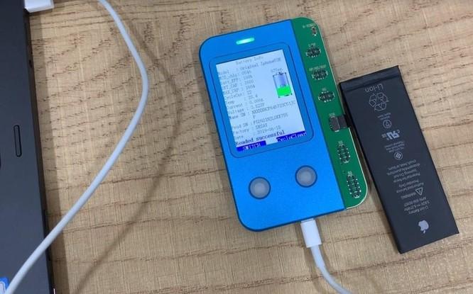 Thiết bị lạ 'phù phép' pin iPhone cũ thành mới ở Việt Nam ảnh 1
