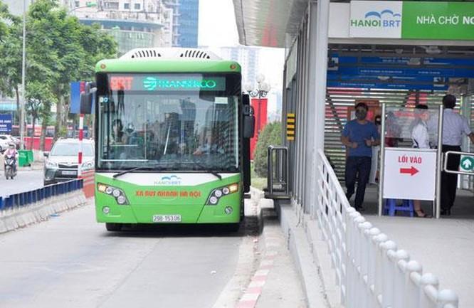 Người Hà Nội có thể trả tiền vé xe buýt qua thẻ ngân hàng ảnh 1