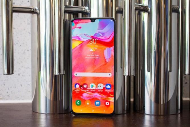 Loạt smartphone tầm trung màn hình lớn đáng chú ý tại VN ảnh 1