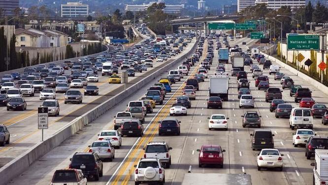 Ngồi trên ôtô, người dân Mỹ mất hàng trăm tỷ USD mỗi năm ảnh 1