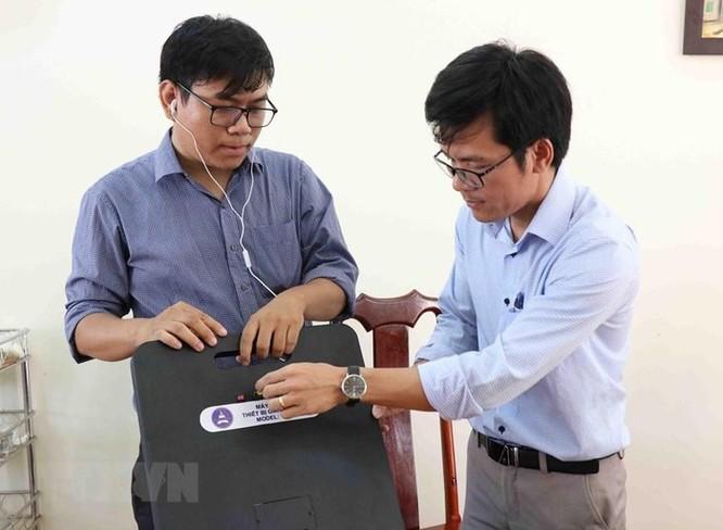 Nhóm giảng viên đại học chế tạo máy phát hiện thiết bị gian lận thi cử ảnh 2
