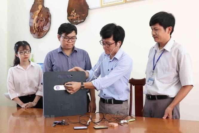 Nhóm giảng viên đại học chế tạo máy phát hiện thiết bị gian lận thi cử ảnh 3