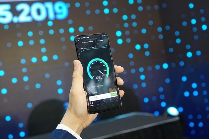 Oppo Reno là smartphone 5G đầu tiên tại Việt Nam ảnh 1