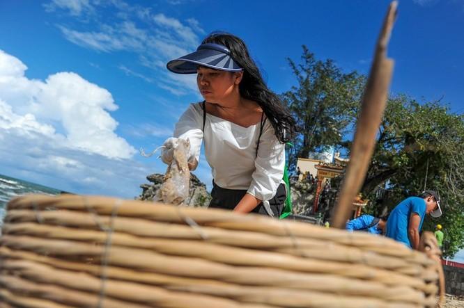 Hàng trăm bạn trẻ dọn rác ở Phú Quốc ảnh 8