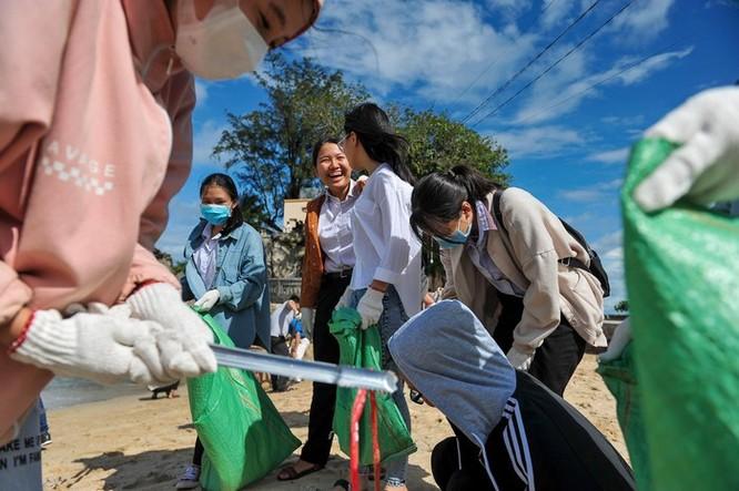 Hàng trăm bạn trẻ dọn rác ở Phú Quốc ảnh 7