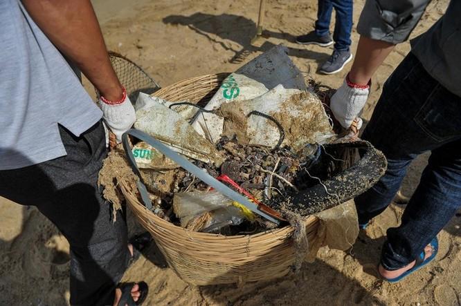 Hàng trăm bạn trẻ dọn rác ở Phú Quốc ảnh 9