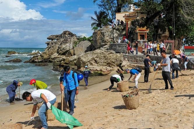 Hàng trăm bạn trẻ dọn rác ở Phú Quốc ảnh 4