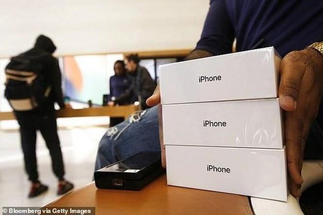 Giá iPhone đã đắt, nay có thể đắt hơn nhiều vì thương chiến Mỹ-Trung ảnh 1