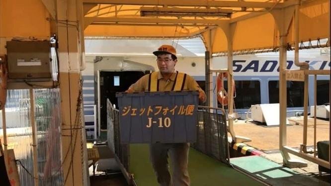 Sợ hải sản không đủ tươi, Nhật dùng tàu siêu tốc để vận chuyển ảnh 2