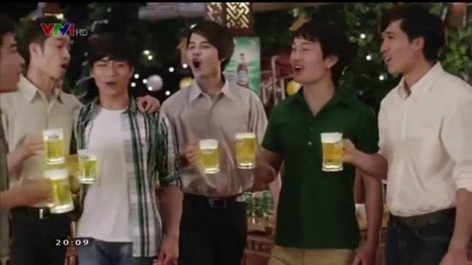Cấm quảng cáo rượu bia tạo sự thành đạt, thân thiện, hấp dẫn về giới tính ảnh 1