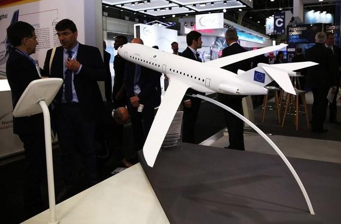 Hình ảnh những màn bay trình diễn tại triển lãm hàng không ở Bourget ảnh 4