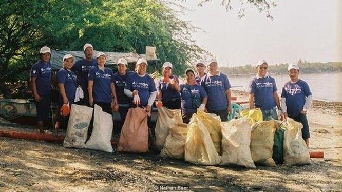 Cách giải quyết ô nhiễm rác thải nhựa rất hiệu quả của Philippines: Trả tiền điện tử để người dân thu gom rác! ảnh 2