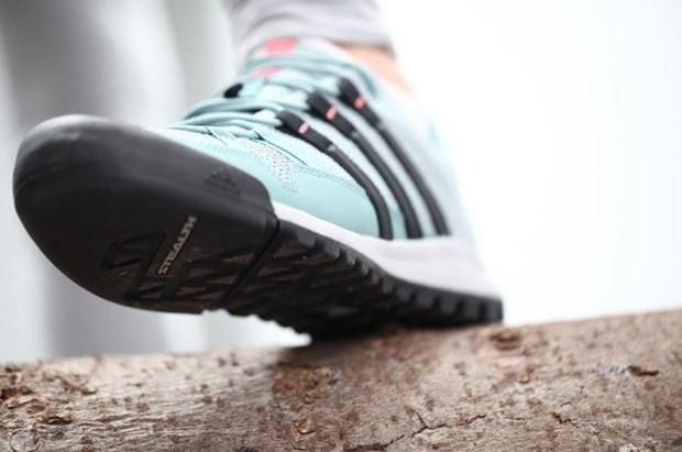 Tòa án EU bác bản quyền về nhãn hiệu họa tiết 3 sọc của Adidas ảnh 1
