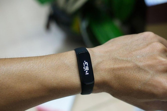 Galaxy Fit & Fit e: vòng đeo tay thông minh cho người mới tập thể thao ảnh 5