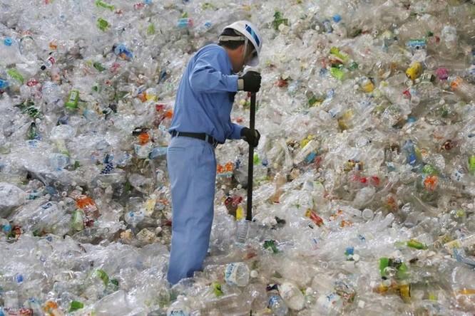 Người Nhật Bản chăm chỉ tái chế rác, nhưng nghiện dùng nylon gói hàng ảnh 1