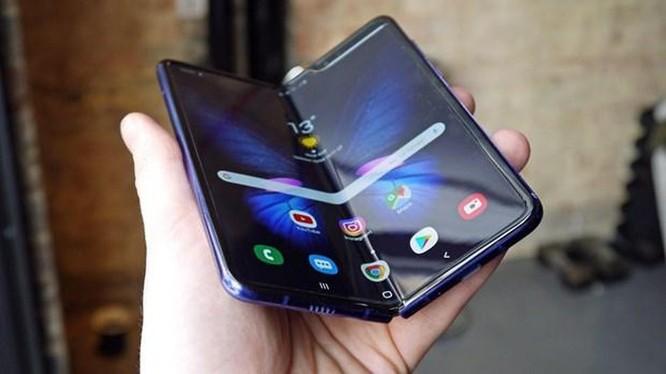 Bloomberg: Lỗi màn hình của Galaxy Fold đã được xử lý xong ảnh 1