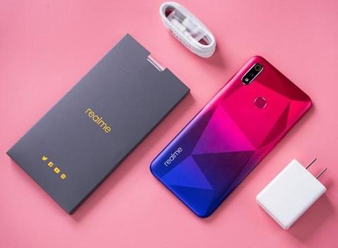 Ngắm smartphone Realme 3 phiên bản kim cương hồng vừa lên kệ ảnh 2