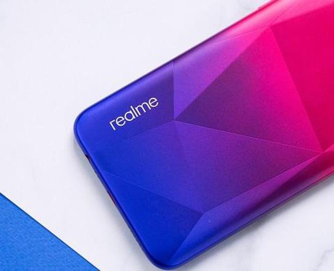 Ngắm smartphone Realme 3 phiên bản kim cương hồng vừa lên kệ ảnh 3