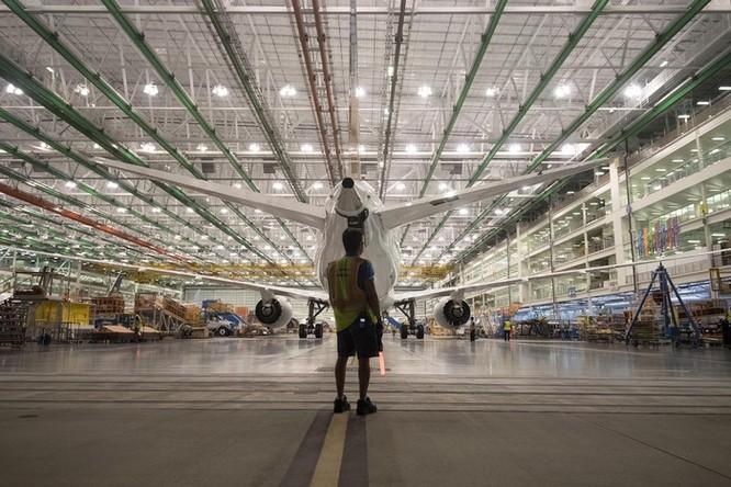 Cảnh phun sơn siêu máy bay Boeing 787-10 đi thuê mới nhất của Việt Nam ảnh 8