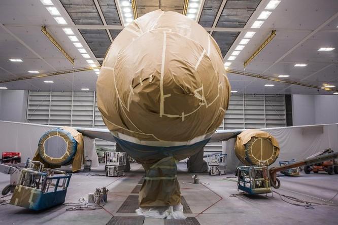 Cảnh phun sơn siêu máy bay Boeing 787-10 đi thuê mới nhất của Việt Nam ảnh 6