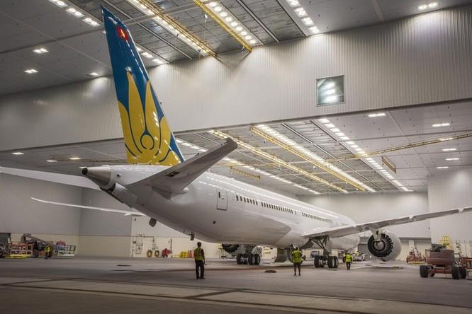 Cảnh phun sơn siêu máy bay Boeing 787-10 đi thuê mới nhất của Việt Nam ảnh 9