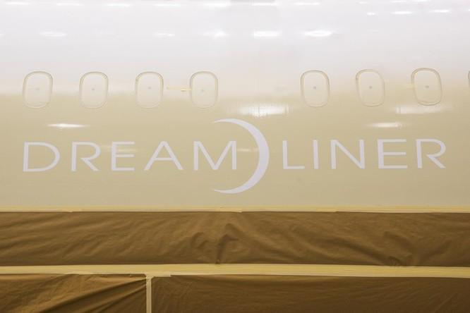 Cảnh phun sơn siêu máy bay Boeing 787-10 đi thuê mới nhất của Việt Nam ảnh 4