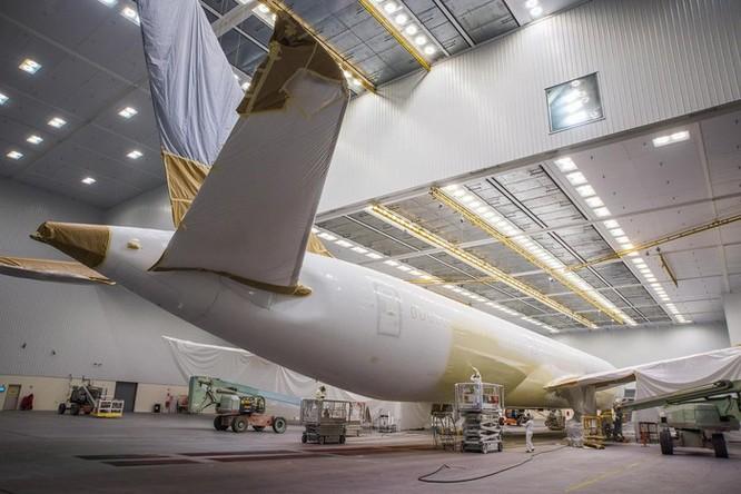 Cảnh phun sơn siêu máy bay Boeing 787-10 đi thuê mới nhất của Việt Nam ảnh 3