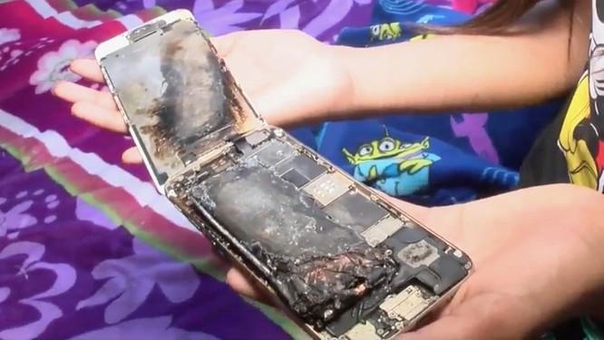iPhone 6 bốc cháy trên tay bé gái 11 tuổi ảnh 1