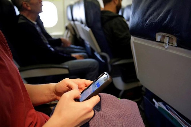 Điện thoại di động có thể làm rơi máy bay Boeing 737 và 777 ảnh 3