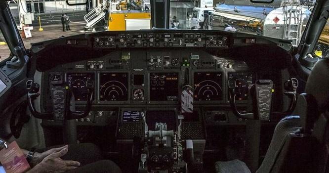 Điện thoại di động có thể làm rơi máy bay Boeing 737 và 777 ảnh 1