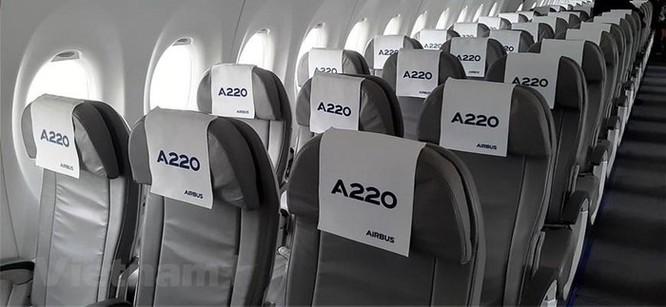 Cận cảnh Airbus 'chào hàng' máy bay A220 loại nhỏ tại Việt Nam ảnh 2