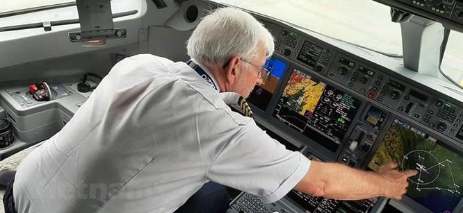 Cận cảnh Airbus 'chào hàng' máy bay A220 loại nhỏ tại Việt Nam ảnh 6