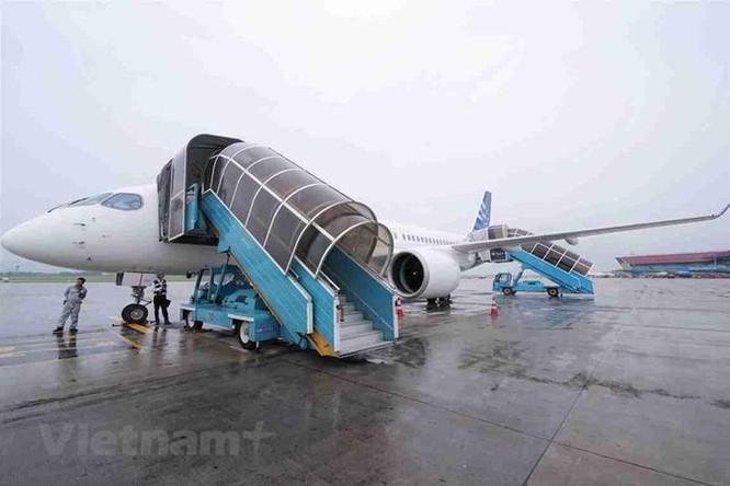 Cận cảnh Airbus 'chào hàng' máy bay A220 loại nhỏ tại Việt Nam ảnh 7
