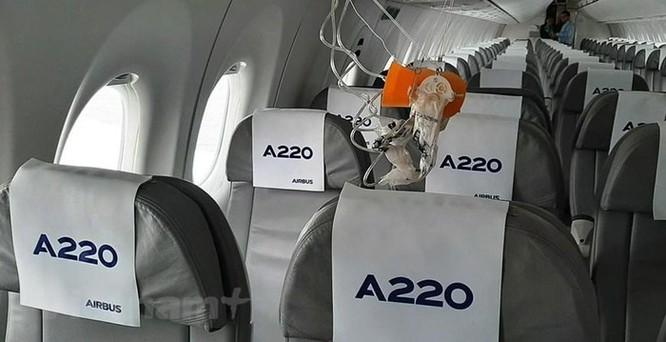 Cận cảnh Airbus 'chào hàng' máy bay A220 loại nhỏ tại Việt Nam ảnh 4