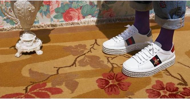Không cần đến cửa hàng, tín đồ sneaker cũng có thể thử giày Gucci ảnh 7