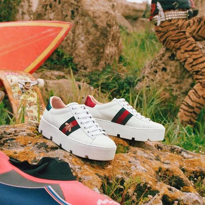 Không cần đến cửa hàng, tín đồ sneaker cũng có thể thử giày Gucci ảnh 4