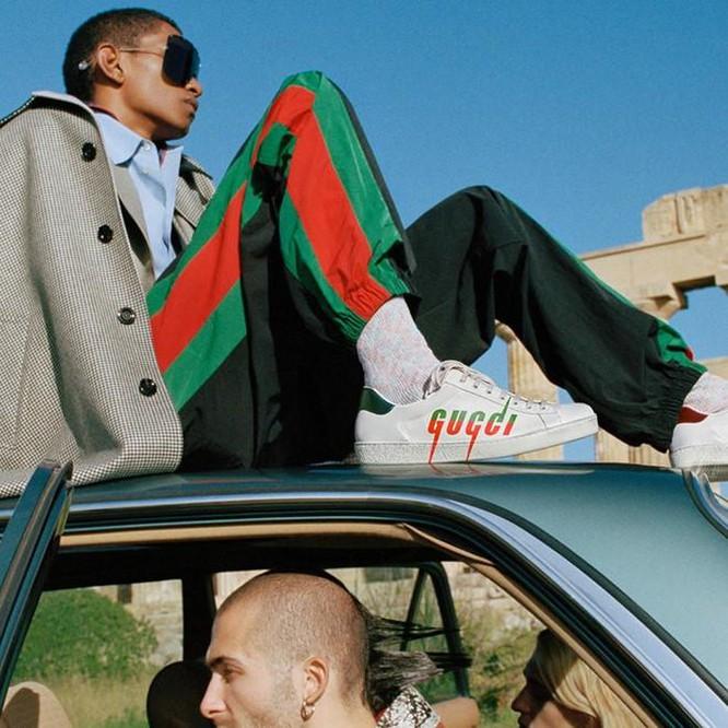 Không cần đến cửa hàng, tín đồ sneaker cũng có thể thử giày Gucci ảnh 3