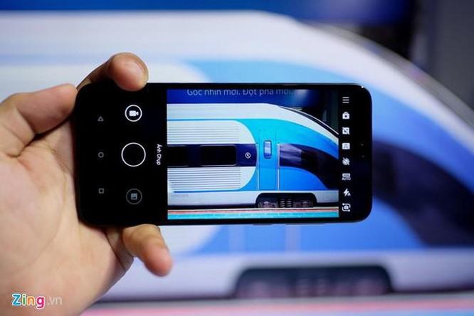 Giữa tháng 8, những smartphone này đang giảm giá tiền triệu tại VN ảnh 3