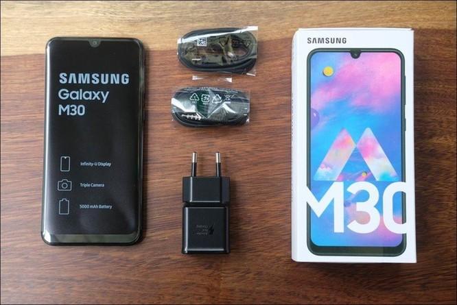 Mở hộp Samsung Galaxy M30: Nâng cấp camera và pin, giá 4,99 triệu đồng ảnh 1