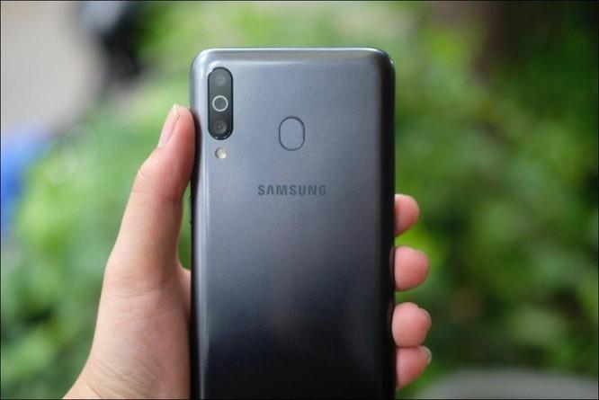 Mở hộp Samsung Galaxy M30: Nâng cấp camera và pin, giá 4,99 triệu đồng ảnh 2