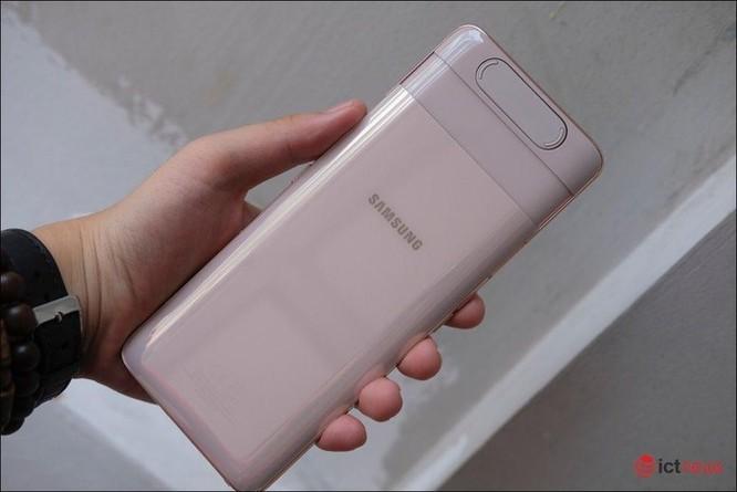 Samsung Galaxy A80: Tiên phong camera trượt xoay ảnh 1