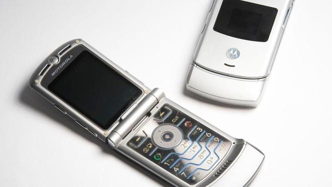 Motorola RAZR 2019 - mẫu smartphone gập vỏ sò đầu tiên sắp ra mắt ảnh 1