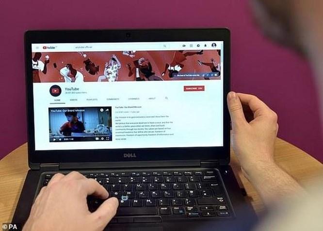 YouTube bắt đầu xóa video có nội dung bạo lực nhắm vào trẻ em ảnh 1
