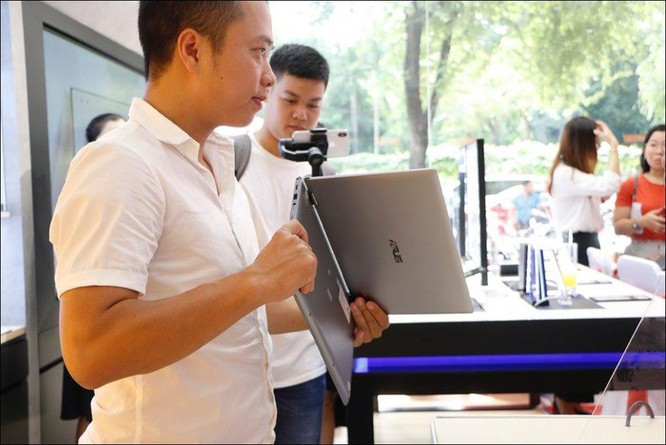FPT Shop mở bán bộ đôi laptop Ultrabook Asus ZenBook UM433 và ZenBook Flip 14 UM462 ảnh 3