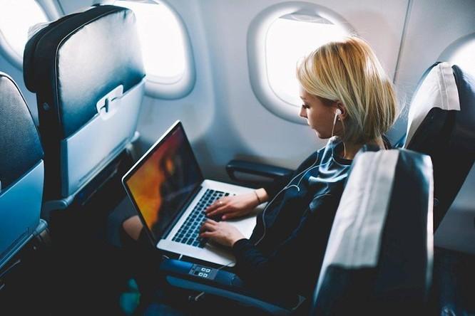 Thêm nhiều hãng hàng không quốc tế cấm MacBook Pro 15 inch lên máy bay ảnh 2