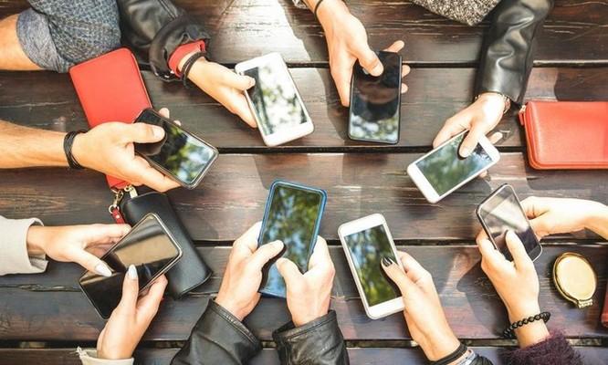 Trẻ em rất dễ nghiện live stream, bố mẹ cần kiểm soát thời gian sử dụng Internet của con cái ảnh 1