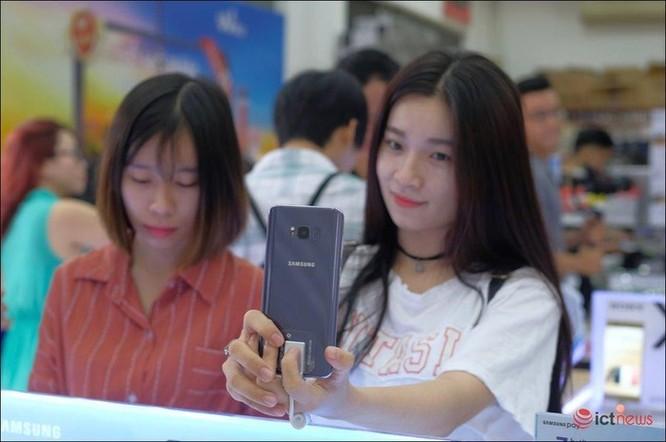 Samsung và Apple so kè từng chút một ở phân khúc smartphone cao cấp Việt Nam ảnh 3