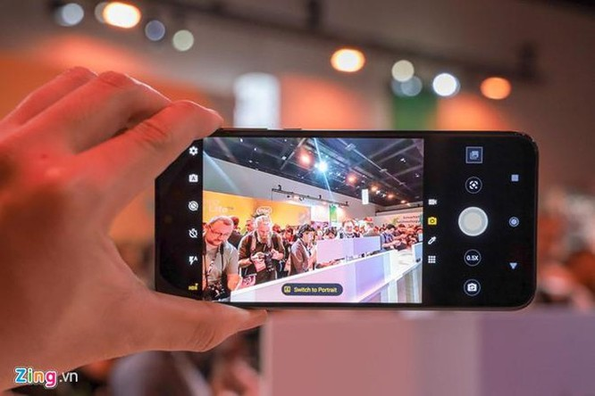 Motorola giới thiệu Moto One Zoom, cụm camera như Note10+ ảnh 3