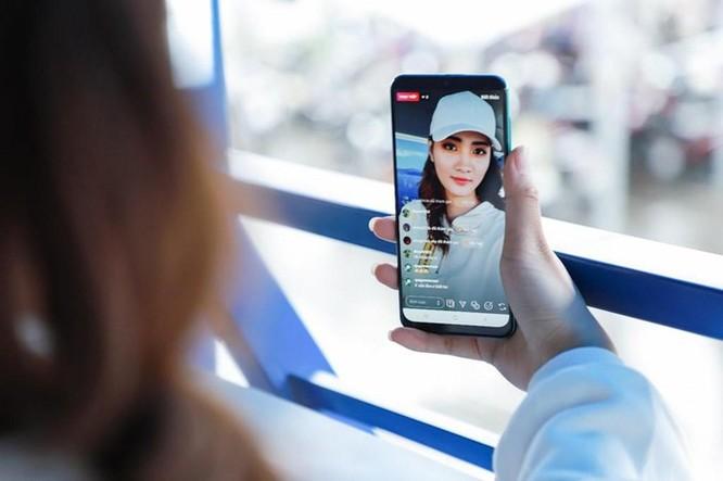 Galaxy A50s sạc nhanh 10 phút có 10 giờ nghe nhạc, camera 48 MP ảnh 6